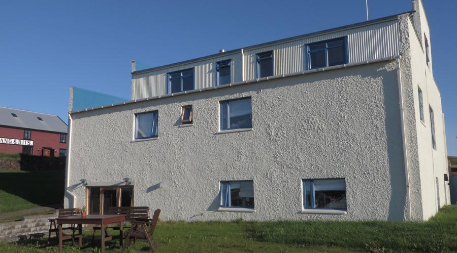 Hotels sind in Island eher teuer, Hostels günstiger.