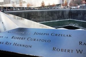 Die Inschriften sollen  kein einziges Opfer in Vergessenheit geraten  lassen.