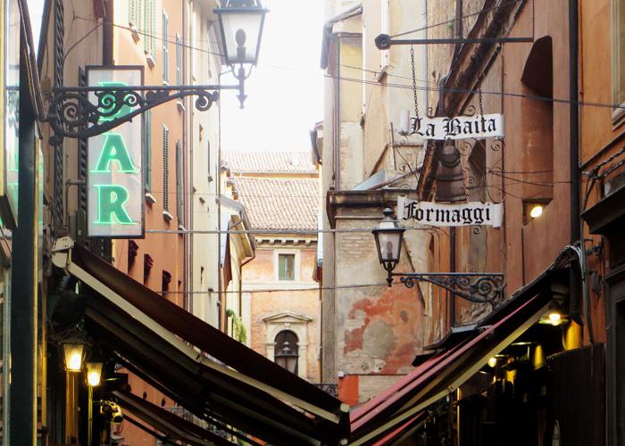 Bologna_Altstadt_kofferpacken.at
