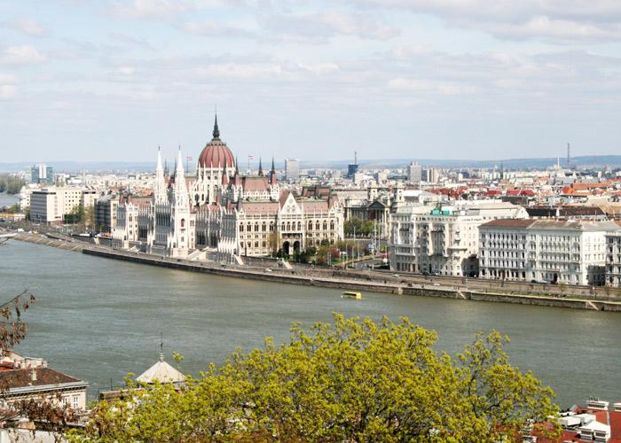 städte mit aussicht_budapest_parlament