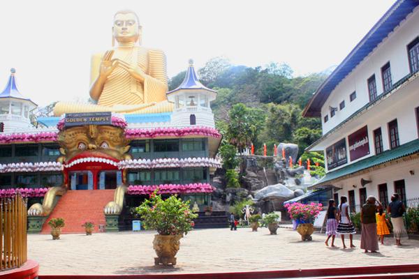 Goldener Buddha in Dambulla, Sri Lanka