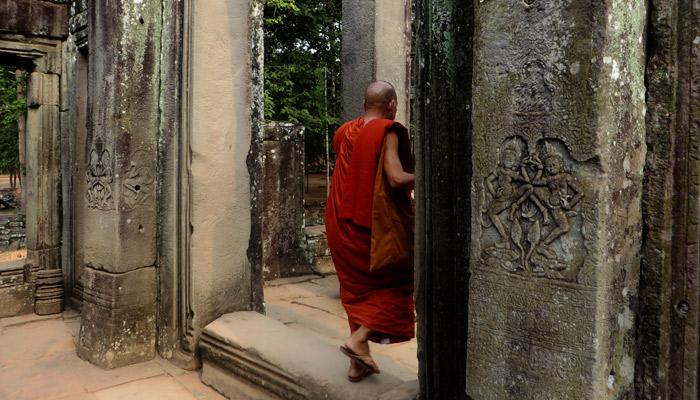 Moench im Tempel, Kambodscha