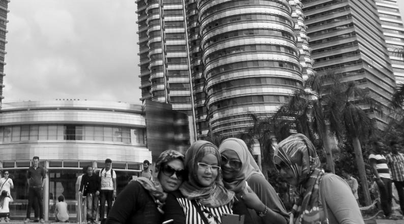 Selfie vor den Petronas Towers in Kuala Lumpur, Malaysia