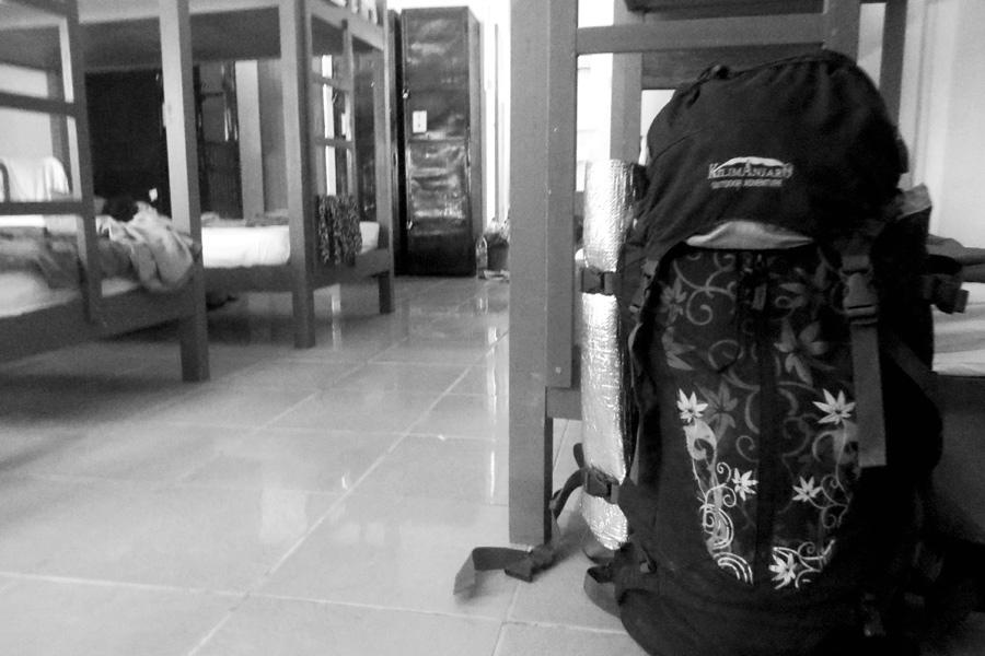Langzeitreisen: Rucksack im Hostel.