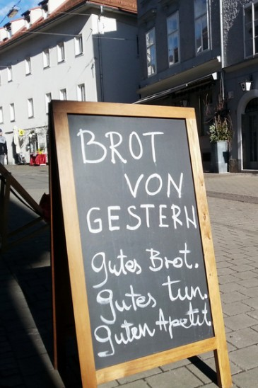 Martin-Auer_Pane_Brot-von-gestern_Graz_kofferpacken