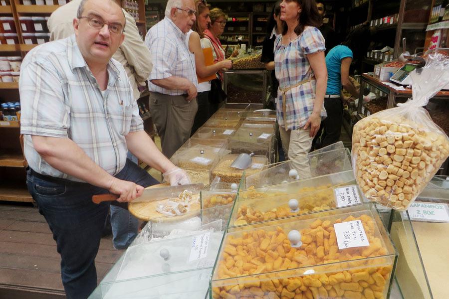 Nüsse und Süßes am Markt von Thessaloniki.