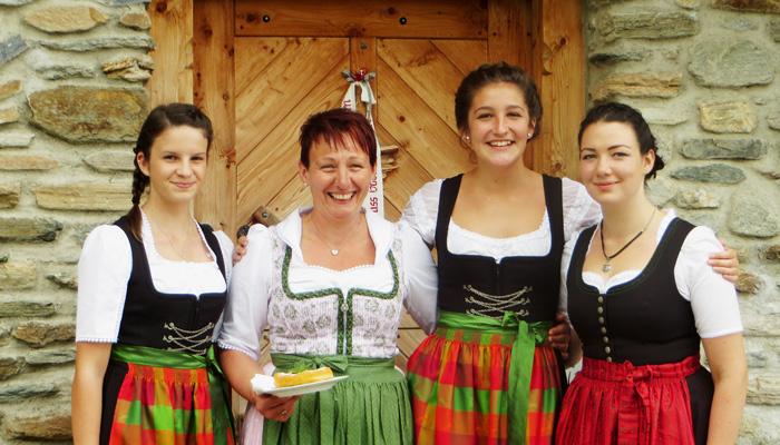 Almwirtin Sophie und ihre Mitarbeiterinnen