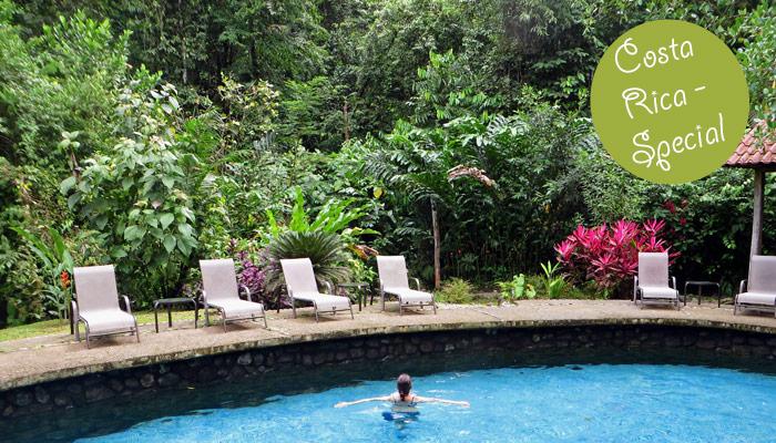 Pool im tropischen Regenwald von Costa Rica