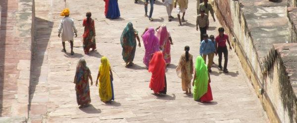 In allen Farben des Regenbogens trifft man die Saris an.&]mode=crop&]rel=lightboxmulti]}}In allen Farben des Regenbogens trifft man die Saris an.