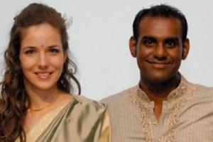 Bei der großen Feier wechselte das Brautpaar die Kleider: Vom asiatischen Outfit in Sari und Jippa in das weiße Brautkleid und den grauen Anzug.