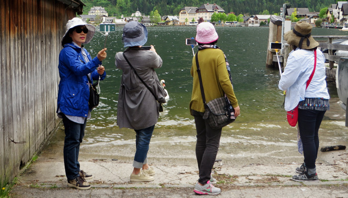 Touristen in Hallstatt