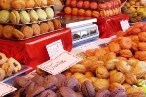 Leckere Macarons in allen Farben gibts in der ganzen Stadt.