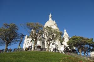 Sacre Coeur am Montmartre - ein wichtiger Anziehungspunkt für Flanierer.
