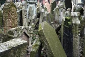 Bis zu zwölf Leichname wurden früher aufgrund des Platzmangels übereinander bestattet.