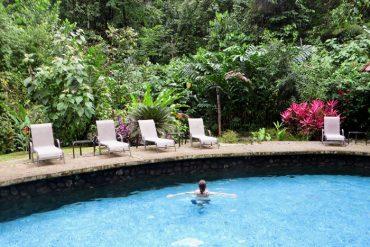 Pool im Regenwald der Oesterreicher in Costa Rica