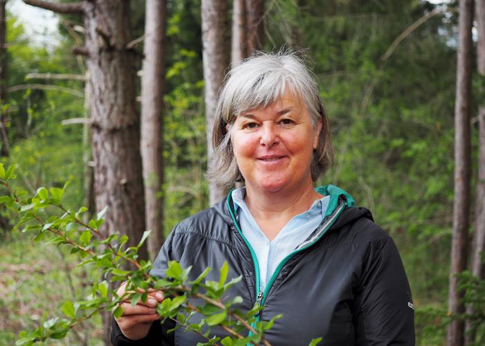 Elfi Stolz vom Familien-Landhotel Stern weiß viel über die heimsichen Larchwiesen zu erzählen.