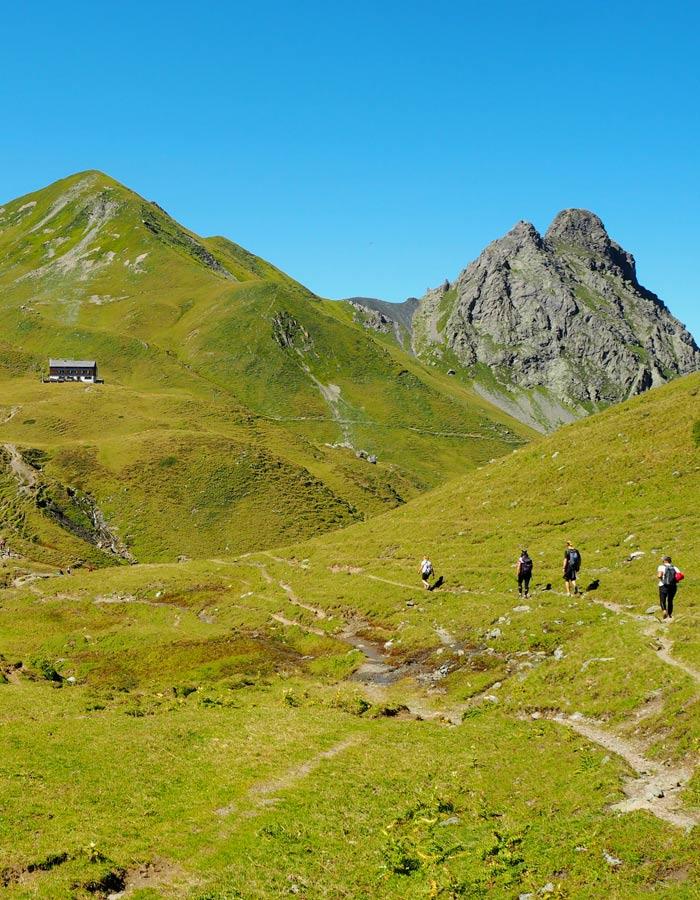 Biken und Wandern beim nachhaltigen Urlaub in den Alpen_Weg zur Tilisunaheutte im Montafon
