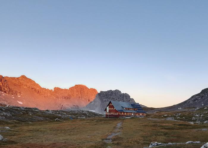 Göppinger Hütte im Morgenrot