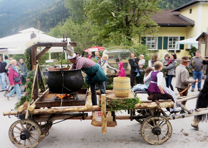 Umhzug beim Krimmler Bauernmarkt