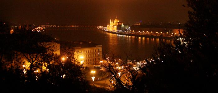 städte mit aussicht_budapest bei nacht