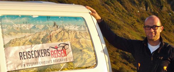 Michael Reisecker vor seinem Bus