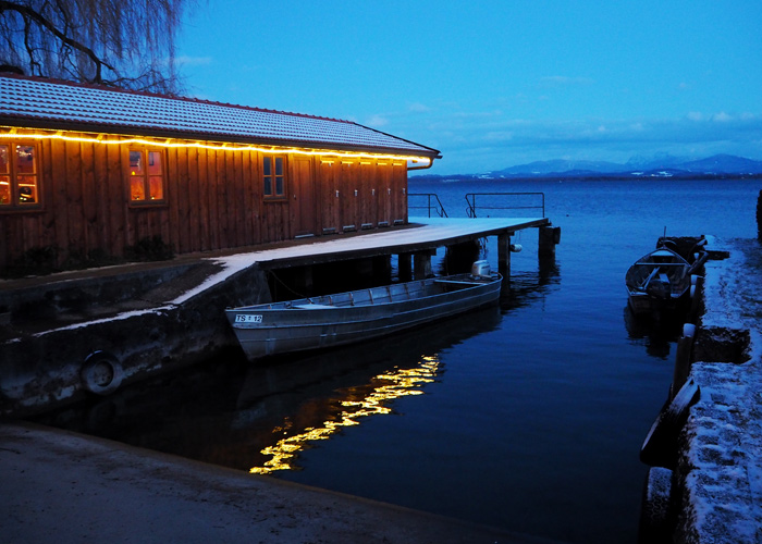christkindlmarkt_fraueninsel_chiemsee_Bootshaus