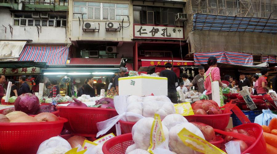Knoblauch am Straßenmarkt in Hongkong