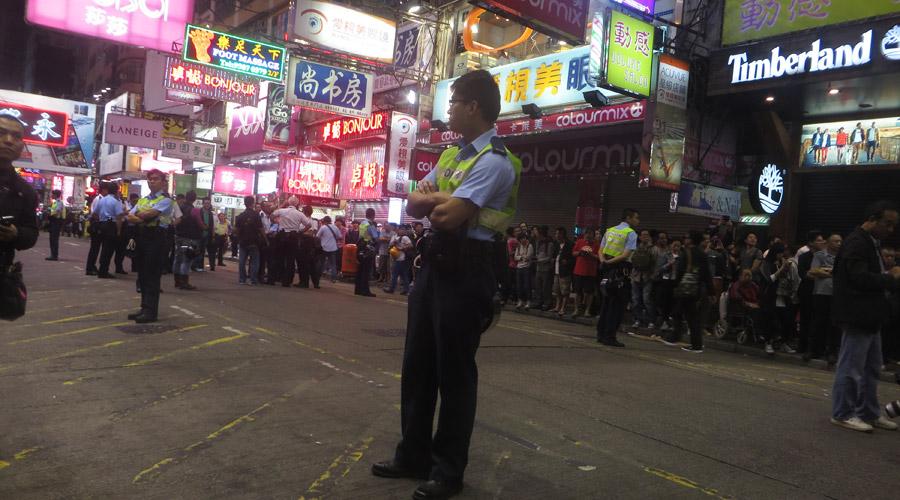 Polizist bei der Demo in Hongkong