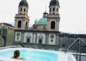 Whirlpool auf der Dachterrasse des Hotels Grauer Bär in Innsbruck
