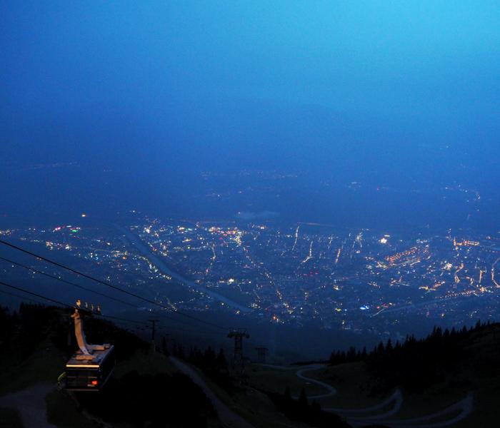 Innsbruck am Abend von der Seegrube aus