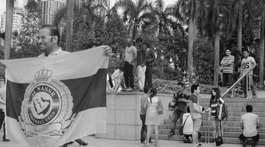 Flagge vor den Petronas Towers in Kuala Lumpur