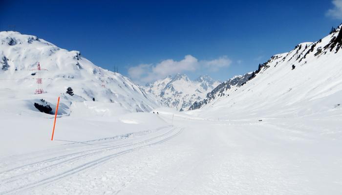 Langlaufen mit Bergsicht