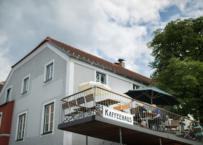 Mazda-Routes-2018_Kaffeehaus-Drosendorf_kofferpacken.at
