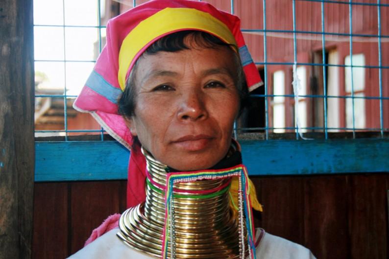 Langhalsfrau in Asien, zwischen Birma und Thailand