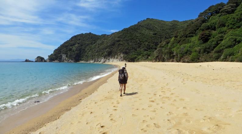 Wandern am Strand: Abel Tasman Coastal Track, Neuseeland