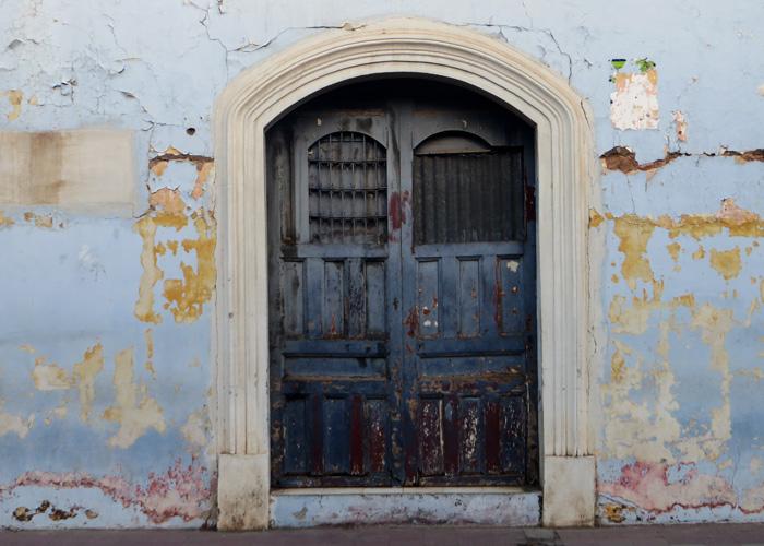 Tür in der Stadt Granada in Nicaragua