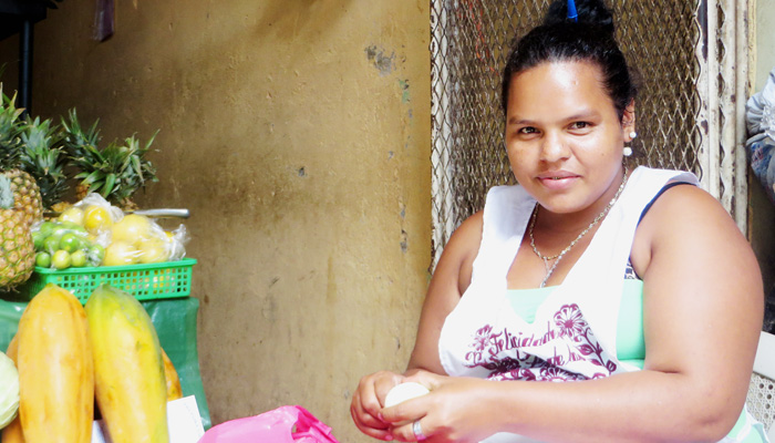 Frau am Markt beim Backpacking in Nicaragua