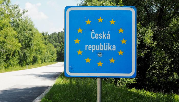Roadtrip_Tschechien_Suzuki-Swift_Grenze_kofferpacken.at