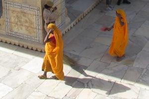 Arbeitskleidung: Die Reinigungsdamen im Fort Amber in Jaipur.