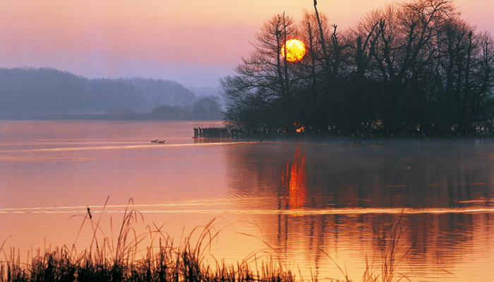 Sonnenuntergang über der Seenplatte in MeckPomm. Foto: TVB Mecklenburg-Vorpommern, Thomas Grudner