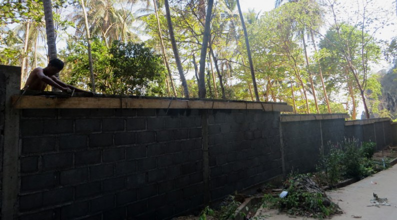 Die Mauer von Tonsai Beach