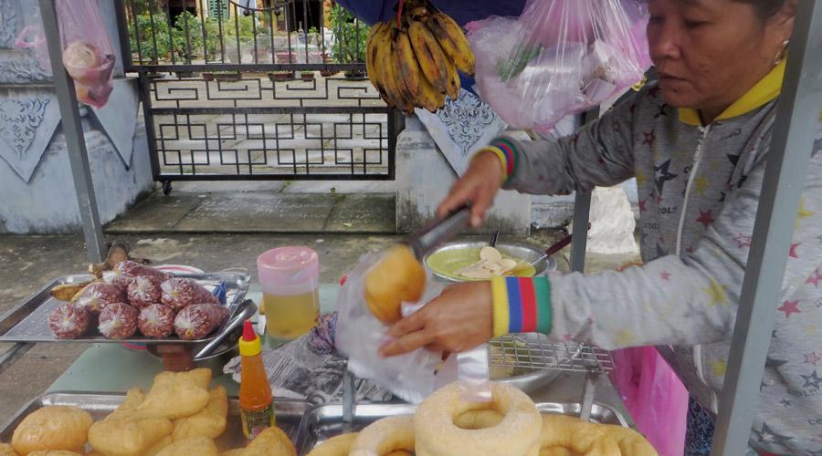 Stand mit Banana Pancakes in Vietnam