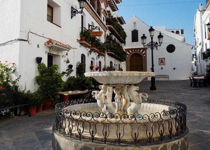 Andalusien_Malaga_weisse Doerfer_pueblos blancos_Dorfplatz