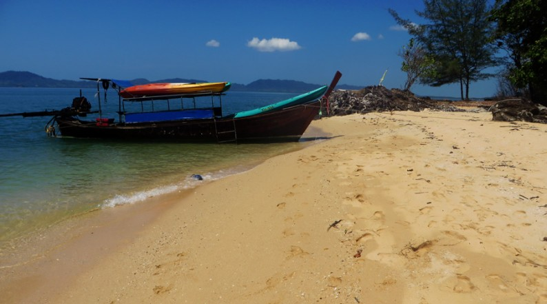 Per Longtailboot nach Koh Bu Bu, Thailand