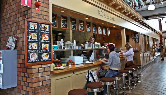 In den Saluhallen von Göteborg gibt es schwedische Hausmannskost zum günstigen Menüpreis.