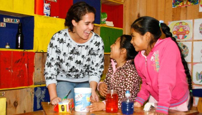 Die Kinder gehen vormittags zur Schule, nachmittags werden sie betreut und gefördert.