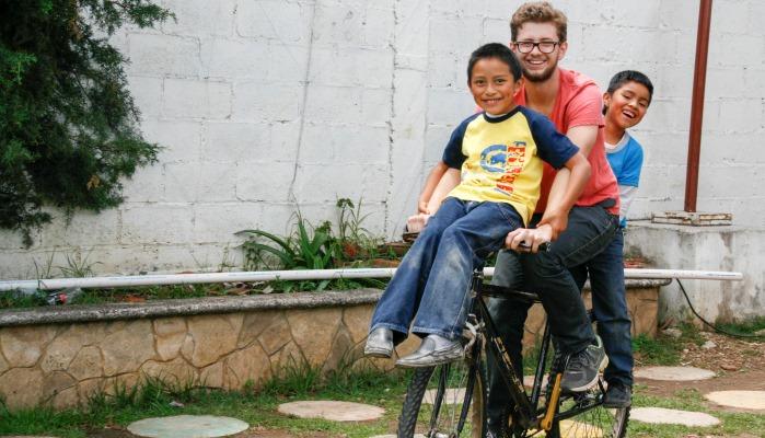 In jedem Kind steckt ein Traum - jeder kann den Kindern aus der Armut helfen.